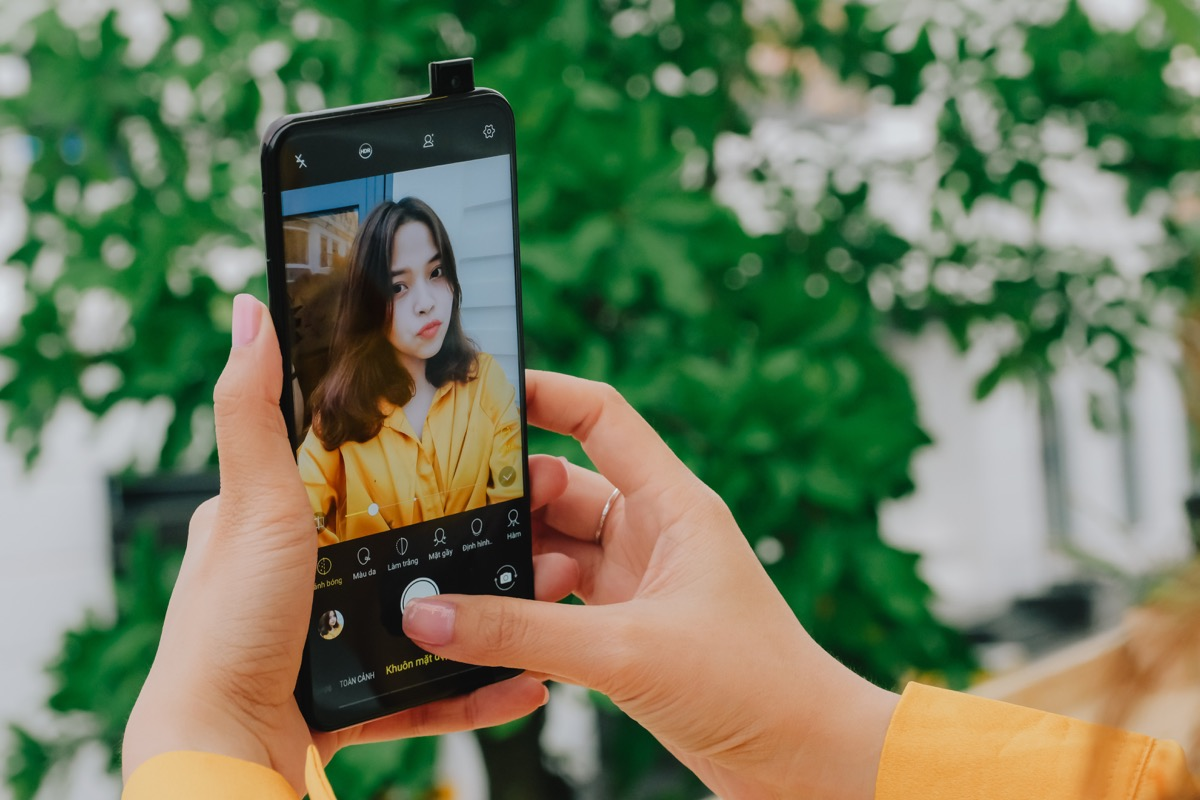 young woman taking a selfie, representing mobile marketing effectiveness