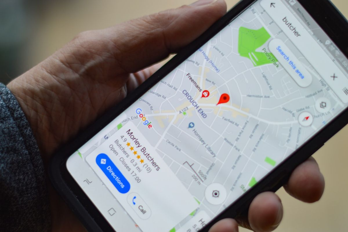 smartphone displaying a map with a 5 star review; positive reviews responses concept