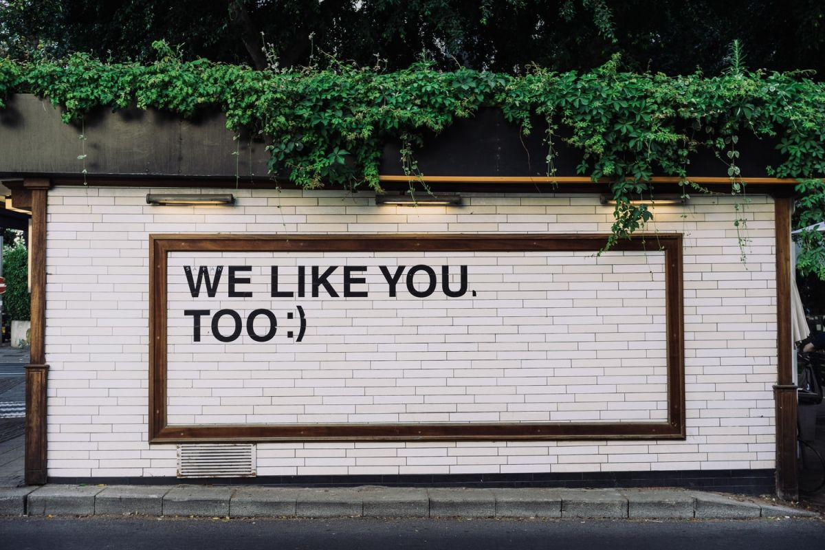 Wall mural which reads: We Like You Too; positive reviews responses concept